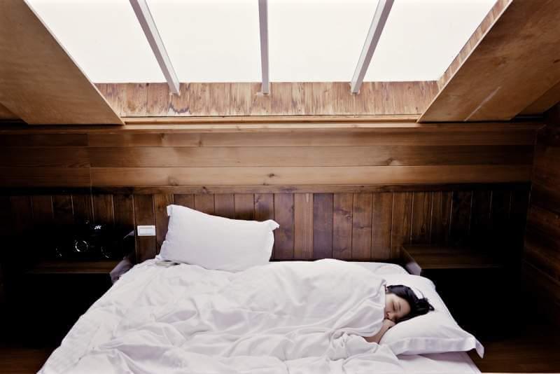 sleep-bed-woman